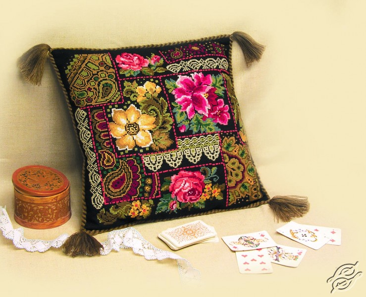 Cushion With Flower Arrangement by RIOLIS - 761