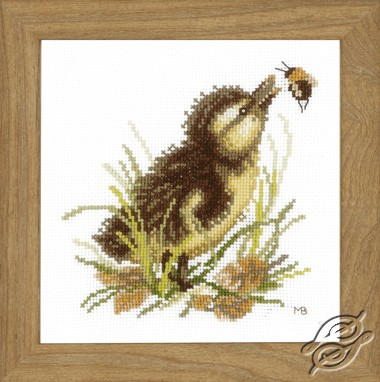 Duckling and bumble bee by Lanarte - PN-0146977