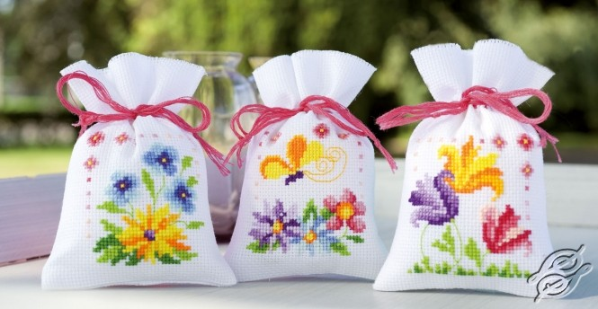 Flowers And Butterflies by Vervaco - PN-0154964