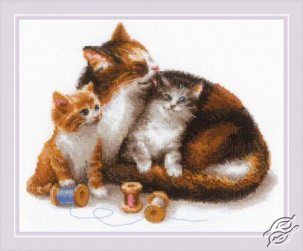 Cat With Kittens by RIOLIS - 1811
